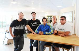 Tommy Algotsson, Örjan Larsson, Hakkim Korselius, Karin Robertsson och Peter Håkansson längtar efter att möta ungdomarna i den nya fritidsgården i Kulturhuset.