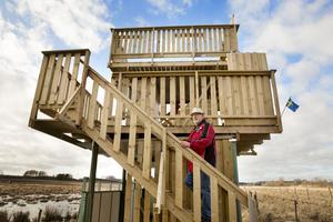 Gert är mer än nöjd med det nya fågeltornet som fick mer bänkar och yta att använda.
