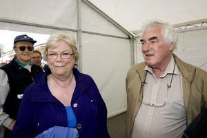 Don och Julia Gordon valde att promenera runt i centrum istället för att följa med på någon guidad rundtur.