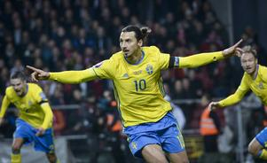 Zlatan Ibrahimovic jublar efter sitt 1–0-mål.