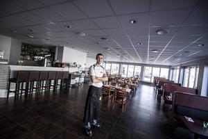 Ahmet Sekersöz i den nya matsalen.