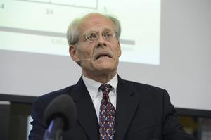 Riksbankschefen Stefan Ingves är en av dem som oroas av höga bolån.
