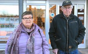 Kerstin och Holger Axman tror att nedlggningen av bankkontoret  i Svärdsjö främst drabbar äldre kunder.