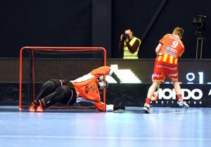 Helsingborgs Daniel Johnsson lyckades överlista hemmamålvakten Johan Rehn på straff...