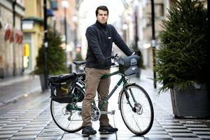 Den 29 mars börjar Calle Wollgård och tre andra cykla från Karlskoga till Phuket i kampanjen Happy Tour.