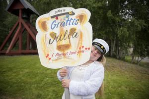 Julia Dupevåg var strålande glad på sin studentdag.