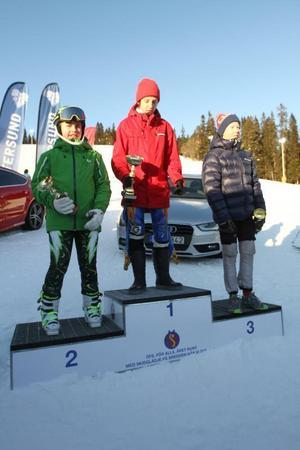 Så här såg prispallen ut under söndagen för P14. Robin Teir, Sveg vann, Atle Wallin, ÖFS var tvåa medan Alfred Jonsson, Vemdalen, tog tredjeplatsen.Foto: Privat
