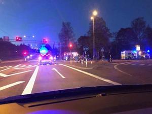 Två bilar krockade vid trafikljusen i centrala Kvissleby.