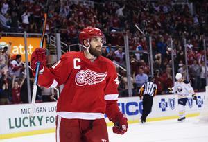 Niklas Kronwall tycker att Henrik Zetterberg - precis som i Red Wings - ska få bära C:et.