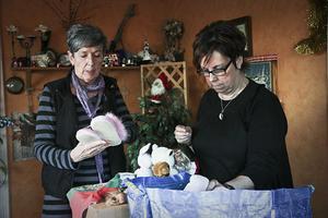 Laila Jonsson och Efva Embretsen har hjälpt de boende i Kramsta med allt från shopping till barnafödande.