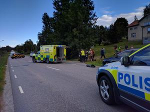 Två ambulanser och polis var på platsen.