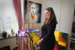 Efter sonens död gick Annika Kilmarks tavlor i mörka färger, med mycket blått. Så småningom kom även rosa och lila in, som för henne symboliserar kärlek. På senare tid har även ljusare färger smugit sig in.