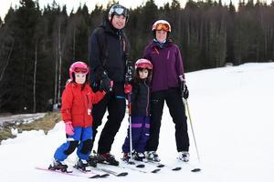 Tilda Blum, 5 år, Benjamin Blum, Nikki Blum, 7 år, och Alexandra Blum brukar åka skidor i Säfsen flera gånger varje säsong.