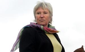 Marianne Samuelsson, landshövding i Gotlands län,  tvingas avgå.