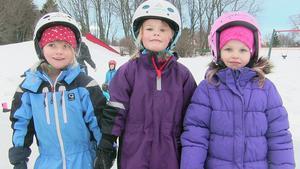 Lisa Eng, Otilia Svanberg och Bella Frisk är alla redo att ta sig an isen på Videplan på Frösön.