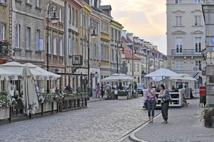 Det är nästan ofattbart att gamla stan i Warszawa bara är 50 år gammal.
