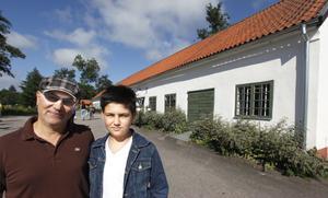 Hadi Keivanlo och 14-åriga sonen Daniel hade åkt från Uppsala för att följa med på bussturen.– Det häftigaste var att åka in i grottan så långt under vattnet, säger Daniel Keivanlo.