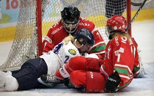 Madeleine Thögersen och hennes lagkamrater i Leksands damlag, som spelar i högsta serien, måste själva finansiera sin verksamhet från och med nästa säsong.foto: Staffan Björklund