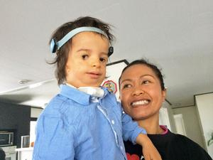 Ture Mattsson, 2 år, föddes med Treacher Collins syndrom – allvarliga missbildningar i ansiktsskelettet. För mamma Ann Pornchitas har det blivit en stor omställning, Ture kräver tillsyn dygnet runt.