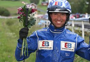 Rikard N Skoglund har bra chans att ta sitt andra raka championat på Ovalla. På årets andra tävlingsdag blev det två segrar. Mest imponerade kallblodet Itzo.