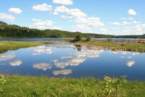 En vacker sommar dag i Norrbotten... Himlen speglar sig i det stilla vattnet!