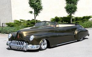 Långväga utställare: Från Eksjö kommer denna låga Buick Roadmaster 1946 med 450 hk under huven.
