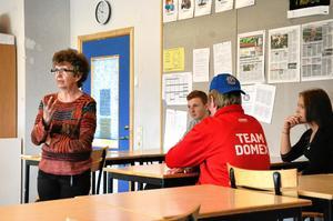 """Välbekanta områden. Författaren Monica Zac var inbjuden av Näsby Fellingsbro församlingar till Frövi för att prata om sin bok """"En pojke med tur"""". Några av hennes andra böcker har lokal anknytning till både Fellingsbro och Nora då Monica Zac som ung vikarierade som lokalreporter i Bergslagen."""