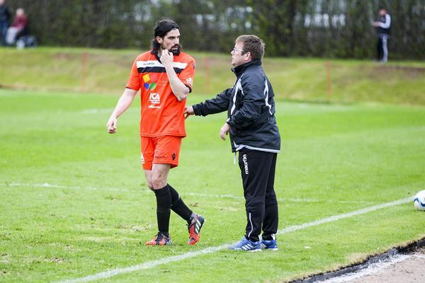 Brian Wake och tränaren Ben Smith i Hogdal.