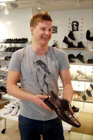 En snygg söm eller något annat utmärkande ungdomligt på skon passar bra till balen, tycker Victor Lindmark på Crispin.