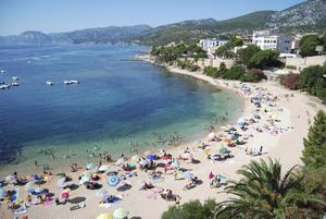 Strandbukten Cala Gonone på Sardiniens östkust.