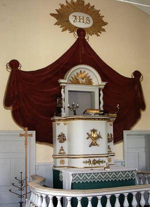 Altarpredikostol enligt kalvinsk tradition. Oslättfors kyrka.                                                                         Foto: Kjell Hertzman