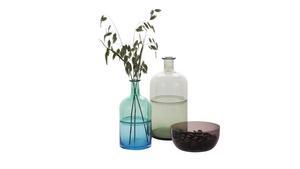 Flaskor är fina att ställa många tillsammans samtidigt som det räcker att placera en blomma i varje. Pris från 298 kronor, Åhléns.
