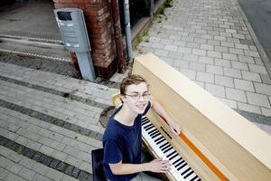Femtonårige Christoffer Jansson vill ha ett gatupiano i centrala Sandviken.
