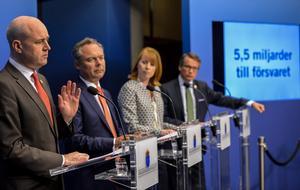 Bytt fot. Regeringen är nu enig om att försvaret behöver stärkas och inriktas mer på närområdet.