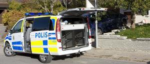 Polisen jagade inbrottstjuvar på Blåsippsvägen i Hallstahammar.