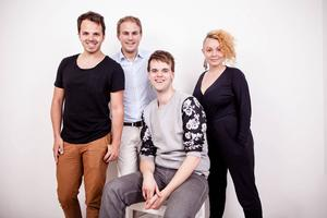 Trojkan består av Magnus Carlsson, Adam Gardelin, Annika Uppenberg och Johan Östlund. Magnus, Adam och Johan har varit med sedan starten 2010. Annika tillkom för tre år sedan.