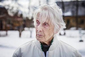 Syster Söderberg klarar sig själv på gården men hon känner sig djupt besviken på kommunen.
