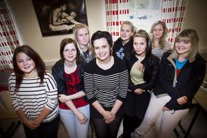 Tjejerna som reste till Kohtla-Järve var Linn Trosell, Maria Wennberg, Anna Hedkvist, Elin Widén, Signe Revalde, Caroline Ferm, Ruth Sjödin och Magdalena Lönngren.