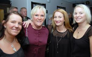Här är det Linda Björnstad, Marit Boström, Kerstin Jemt och Carina Grip som minglar.