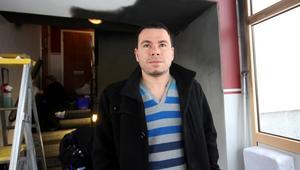 Trapphuset där Fadi Hanna bor har rökskadats och saneras nu.