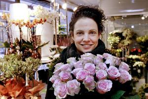 Ulrika Eriksson blev utsedd till årets florist 2012. Enligt henne krävs det engagemang och nyfikenhet för att bli en bra florist, men det räcker inte.– Det måste sitta i fingrarna också, jag är född och uppvuxen med det här så det sitter i blodet.