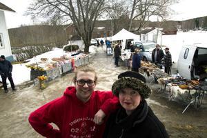 Maarten Geijtenbeek och mamma Sigrid Geijtenbeek arrangerade vintermarknad hemma på Hälsingegård Lundbergs.