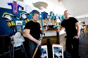 Niclas och Simon Granér har köpt in utrustning för att kunna bygga upp ett iglooläger på Runn.