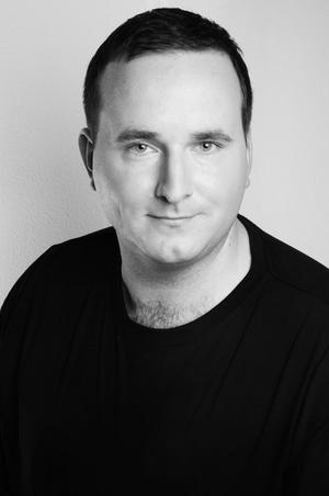 Jonatan Lönnqvist om att konsten förväntas vara vänster.
