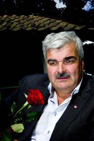 Lusten till politiken har återvänt för Håkan Juholt som trivdes i Vikmanshyttan.