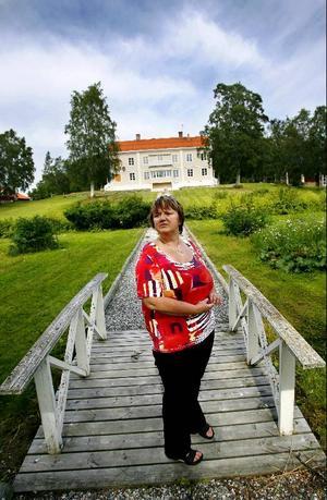 """Bara två intressenter lade bud på Kungsgården. """"Jag är förvånad. Jag hade trott att det skulle bli fler för det är ett fantastiskt läge att bygga upp en verksamhet på"""", säger kommunalrådet AnnSofie Andersson (S)."""