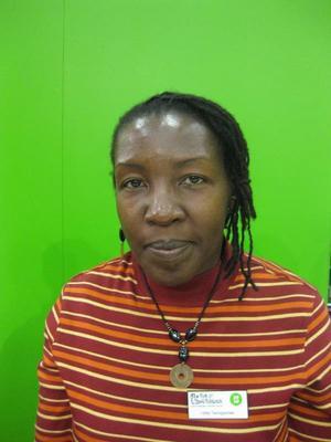Hilda Twongyeirwe, författare, Uganda:- Sindiwe Magona från Sydafrika.