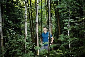 """På en vecka ska Marc Karlsson springa Bergslagsledens 28 mil. """"Jag har alltid gillat skogen, skulle nog inte gilla att springa landsväg lika långt."""""""