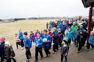 Barn, ungdomar och vuxna dök i går upp på Hedesunda IP för att visa hur mycket idrottsplatsen betyder för dem.