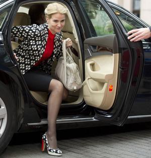 Helle Thorning-Schmidt (S) har deklarerat att hon fortsätter som statsminister. Regeringspartierna krymper från tre till två.